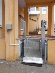 Вертикальный уличный подъемник для инвалидов